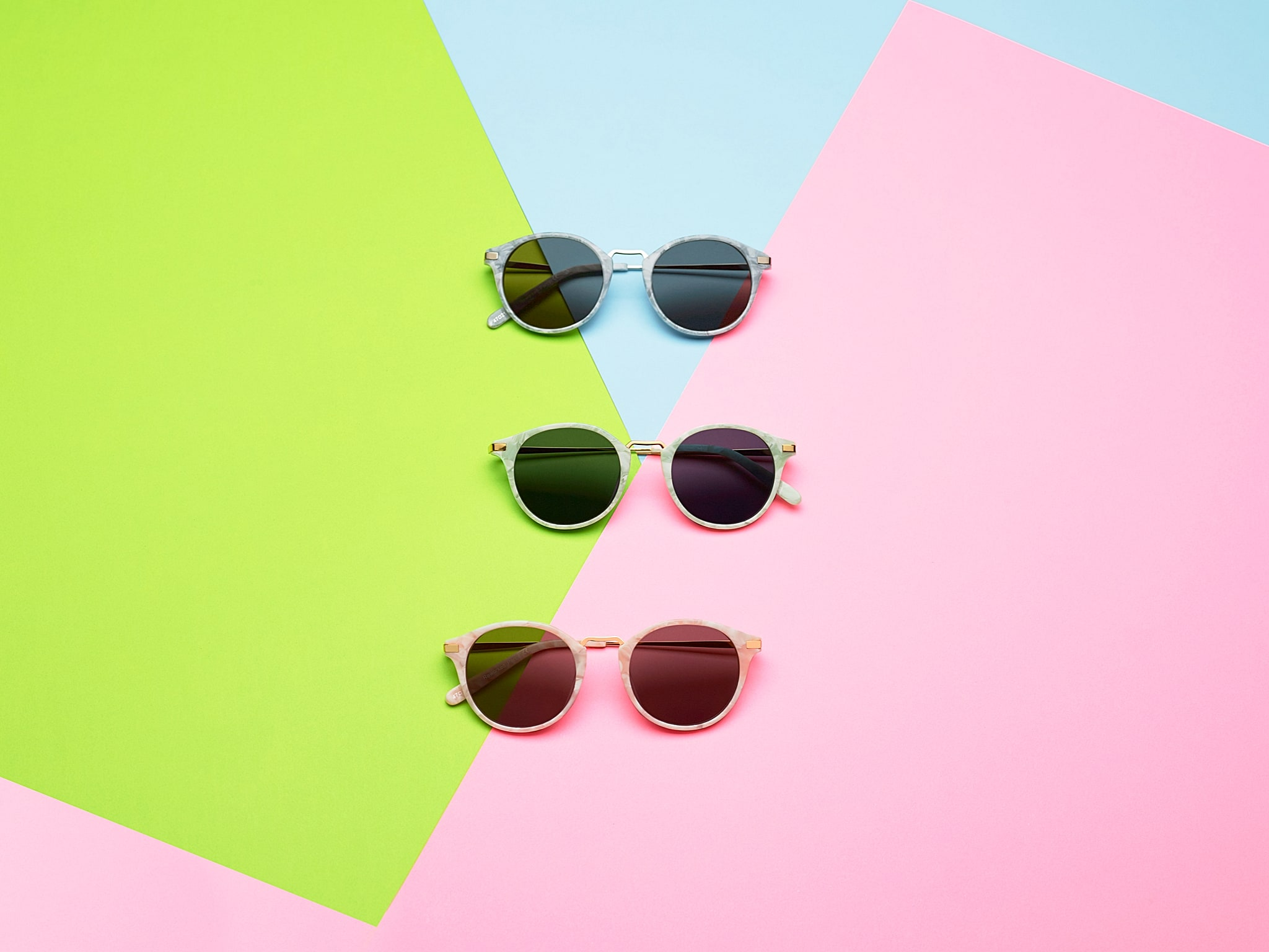 Product photography of sunglasses on color paper background with a summer feeling for Finlay & Co